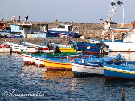 Hafen von Acitrezza