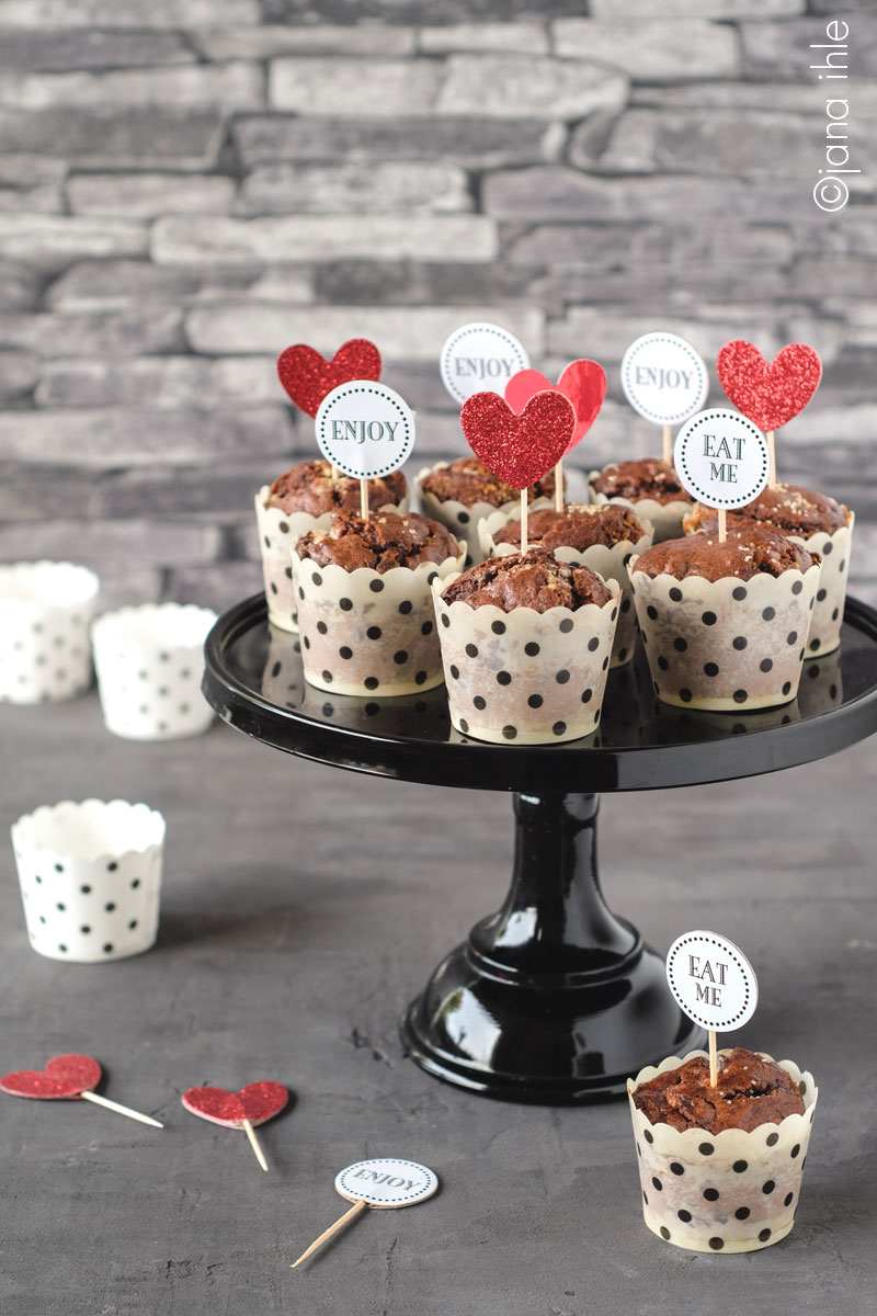 triple_chocolate_muffins_baker_stand_black_1