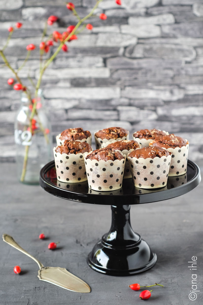 triple_chocolate_muffins_baker_stand_black_5