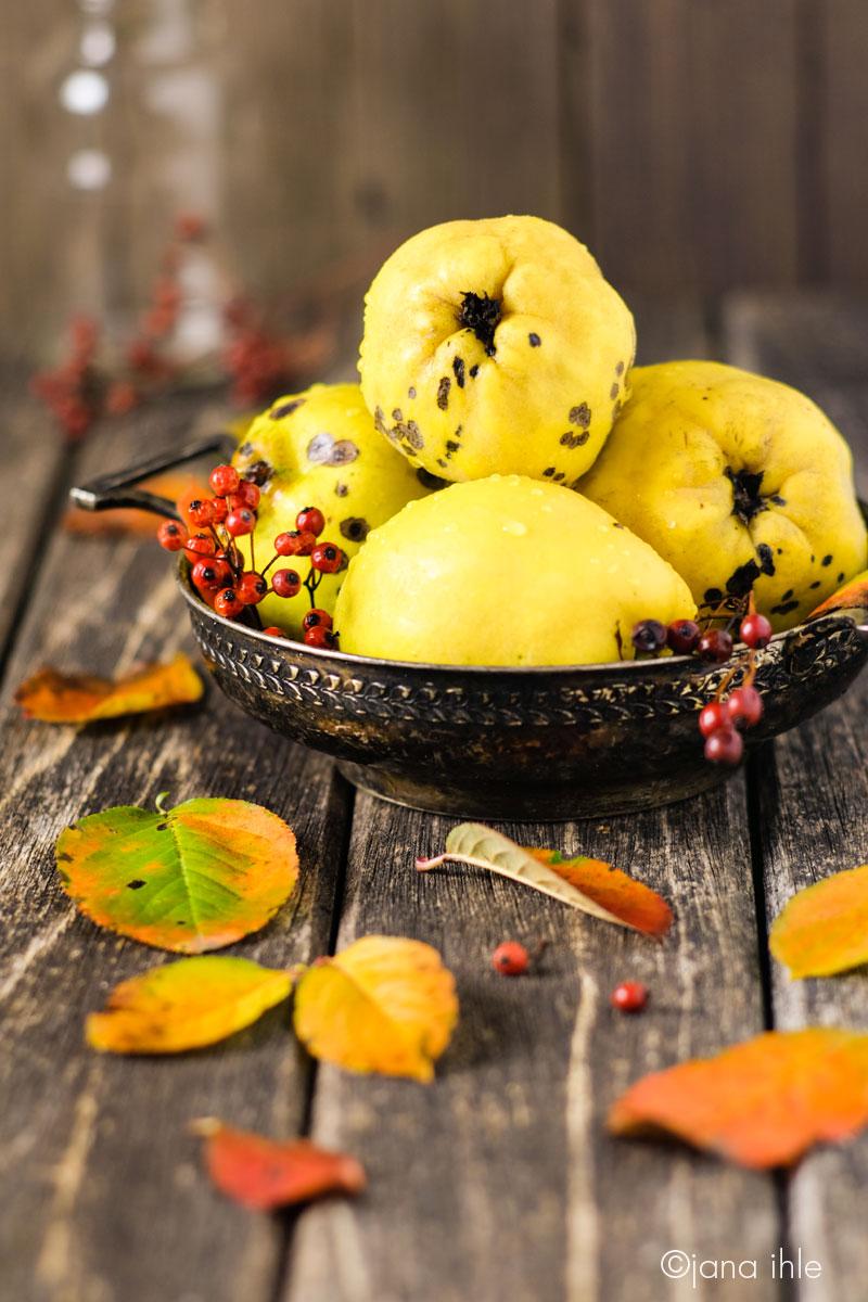 Herbst-Stillleben mit Quitten